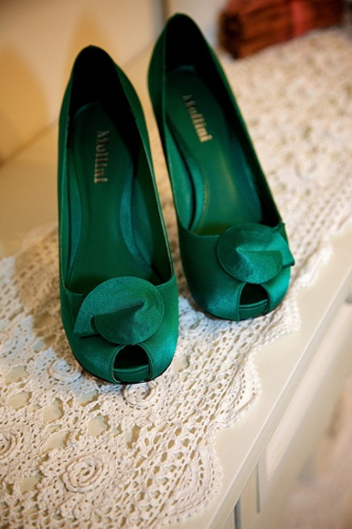green fabric shoes with peep toes are nice to complete a winter or Christmas bridal look