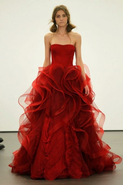 a strapless red A-line wedding dress with a ruffled skirt of layers is a stylish idea for a modern winter wedding