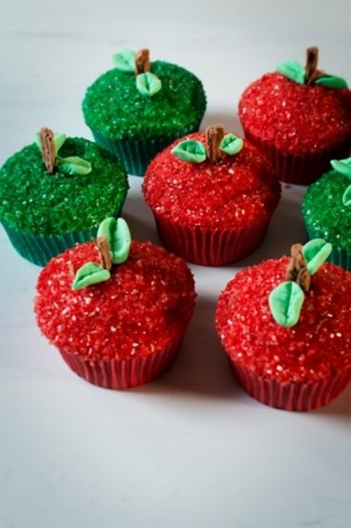 red and green cupcakes covered with glitter and with edible leaves on top are amazing for a winter or Christmas wedding