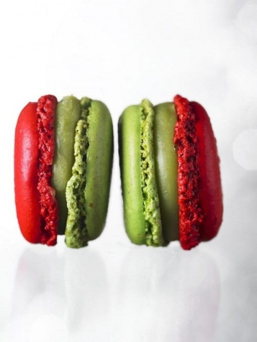 red and green macarons as winter wedding favors and desserts are a very cool idea and everybody will like them