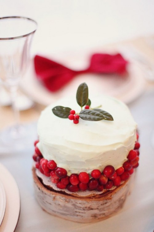 a winter wedding cake decorated with berries, leaves is an amazing winter or Christmas wedding dessert