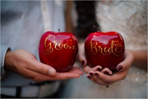 Awesome Apple Ideas For Your Wedding
