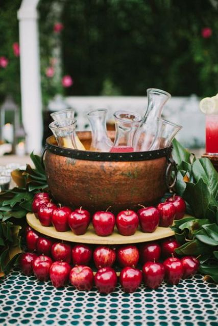 Picture Of Awesome Apple Ideas For Your Wedding 20