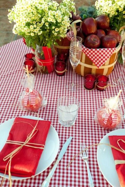 Awesome Ideas To Incorporate Apples Into Your Wedding