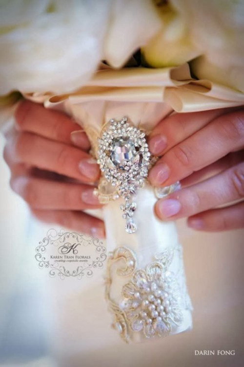 a glam wrap with vintage rhinestone brooches and neutral embroidery is a refined and chic idea