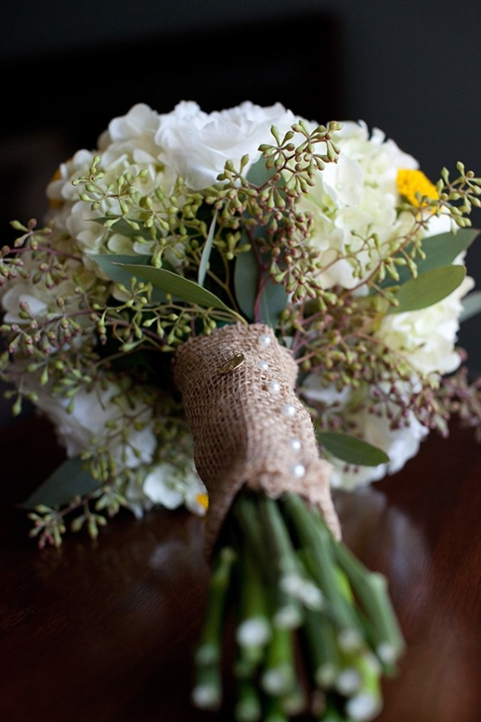 a burlap bouquet wrap with pearly pins is a truly rustic idea for your bouquet