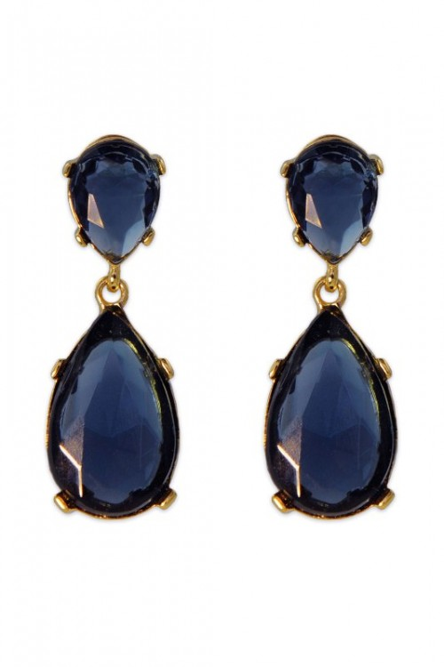 statement midnight blue and gold earrings are a nice idea to add a touch of color to your bridal look