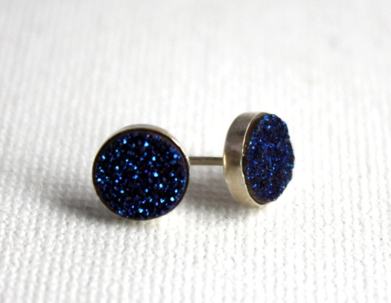 bold druzy midnight blue stud earrings can be worn by brides or bridesmaids to add a touch of color