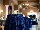 floral midnight blue tablecloths and elegant white blooms are a chic idea for many wedding themes and styles