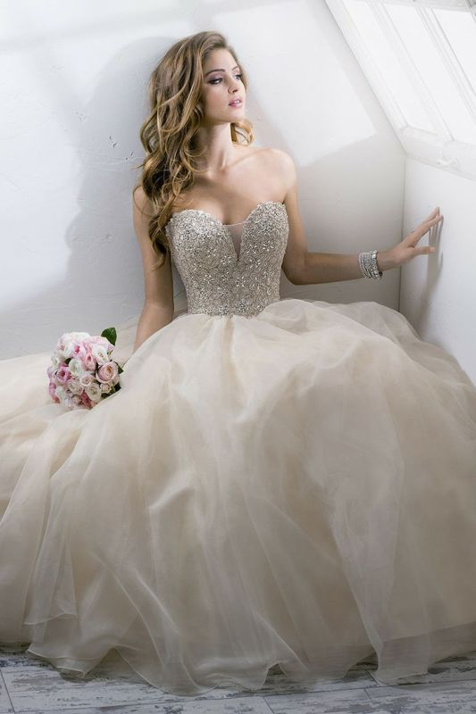Picture Of stunning wedding dresses to feel like a princess  1