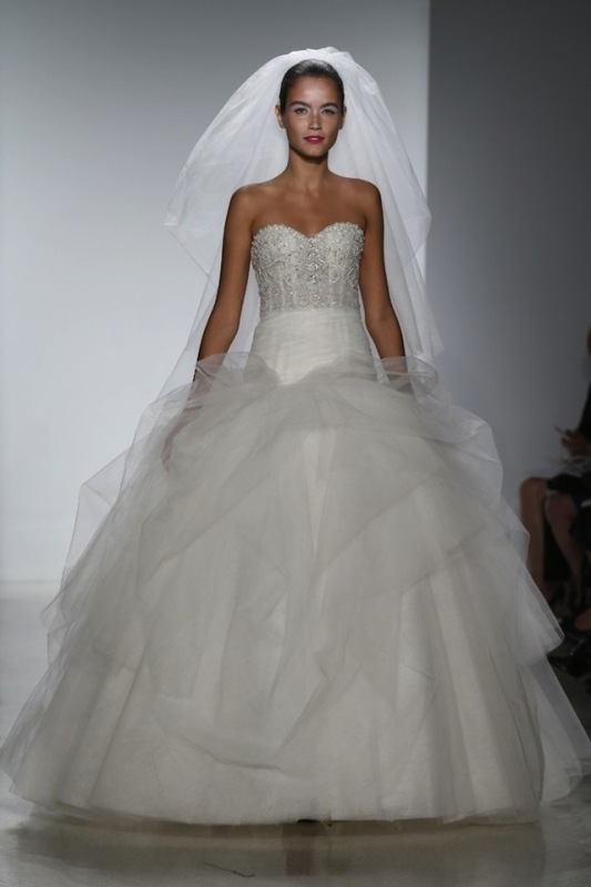 Picture Of stunning wedding dresses to feel like a princess  13