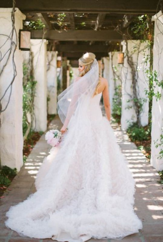 Picture Of stunning wedding dresses to feel like a princess  15