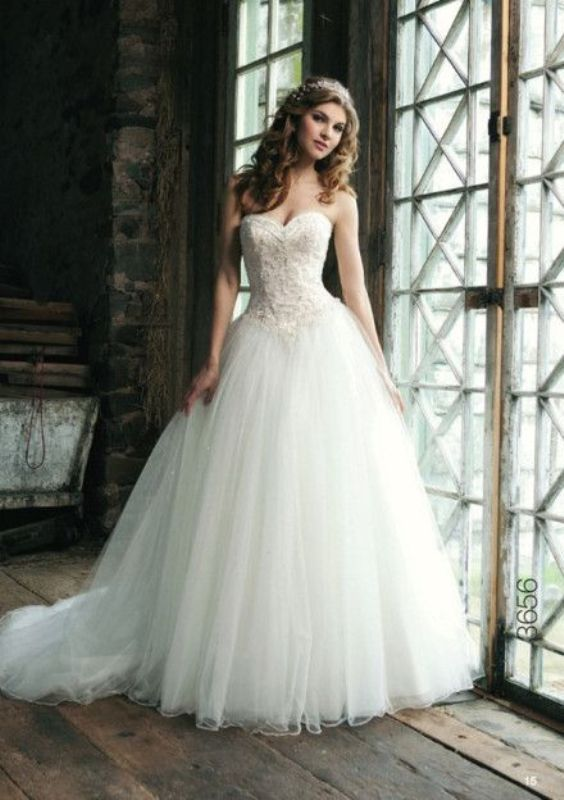 Picture Of stunning wedding dresses to feel like a princess  34