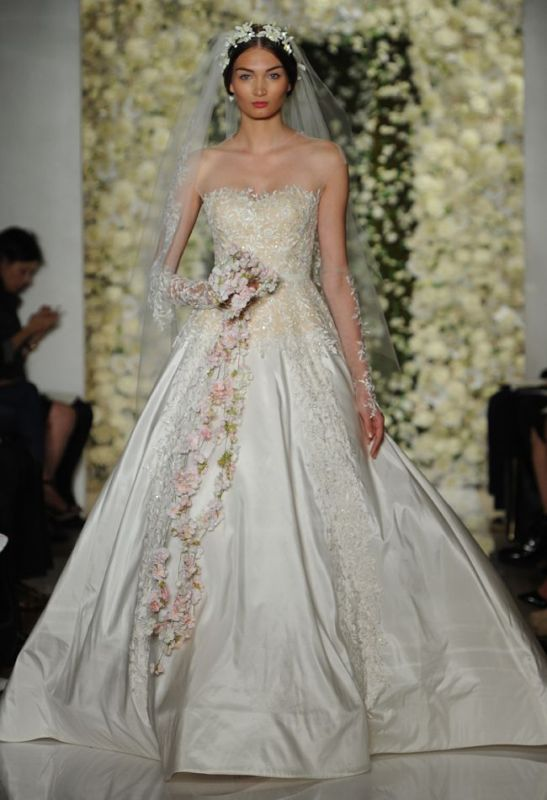 Picture Of stunning wedding dresses to feel like a princess  5