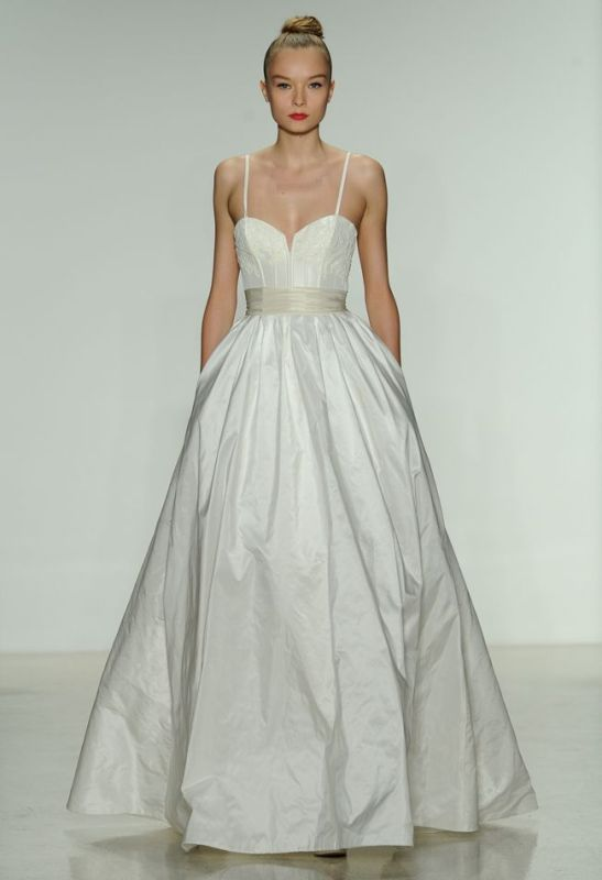 Picture Of stunning wedding dresses to feel like a princess  9