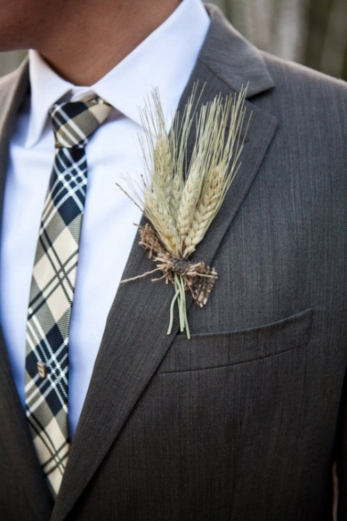 a wheat wedding boutonniere with a bit of burlap is a chic and cool idea for a rustic wedding in summer or fall