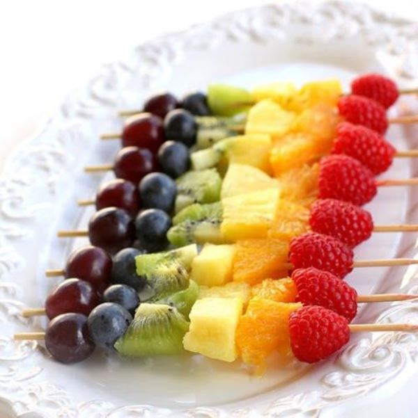 berry and fruit skewers are refreshing and delicious desserts to rock in spring or summer
