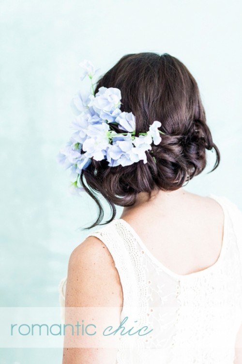 4 Stylish Ways To Wear Flowers In Your Hair