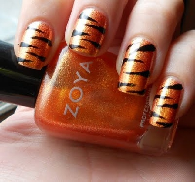 orange and black wedding manicure with a zebra print is a bold and cool safari idea