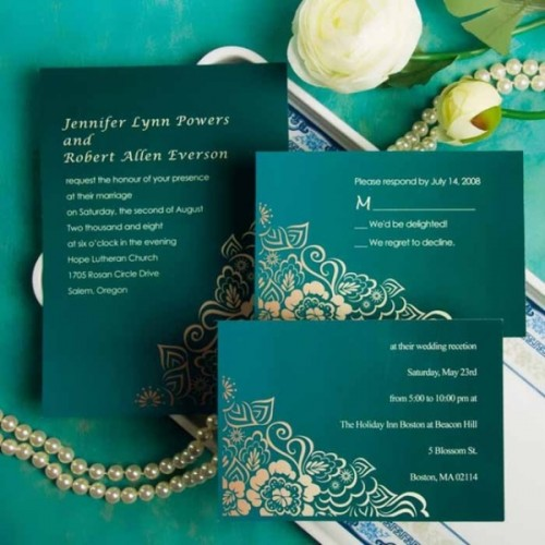 emerald green wedding stationery with touches of gold is a timeless and chic idea