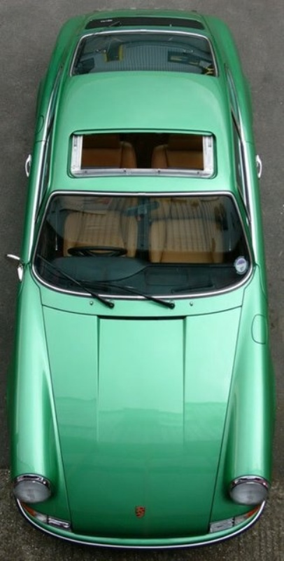 an emerald car for your wedding getaway is a cool idea to try