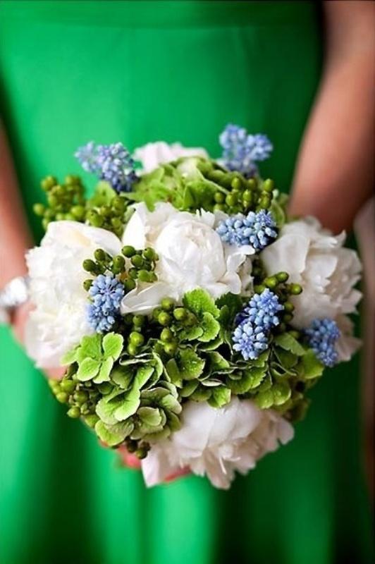 Wedding Flowers To Go With Green Dresses : Trendy emerald green wedding ideas weddingomania