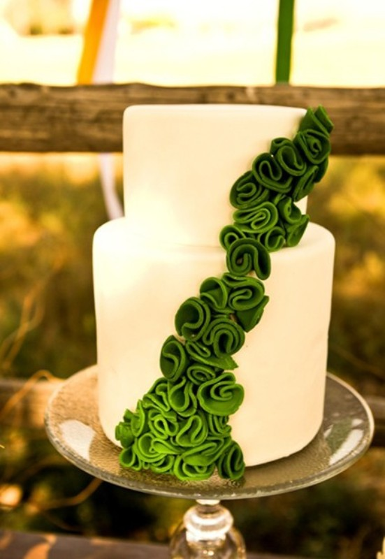 40 Trendy Emerald Green Wedding Ideas - Weddingomania