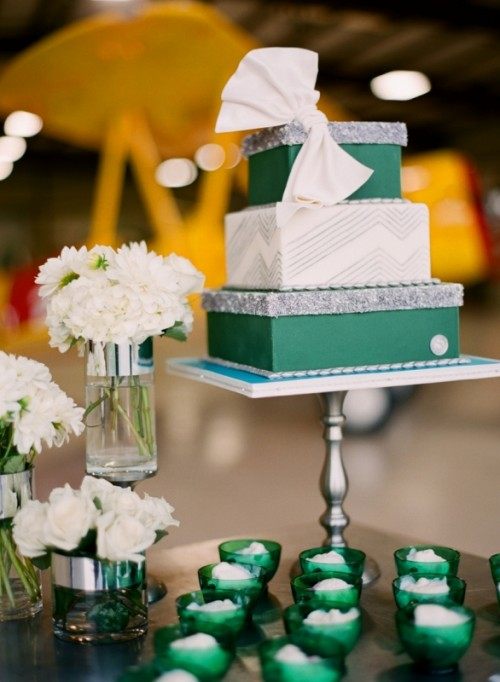 Trendy Emerald Green Wedding Ideas