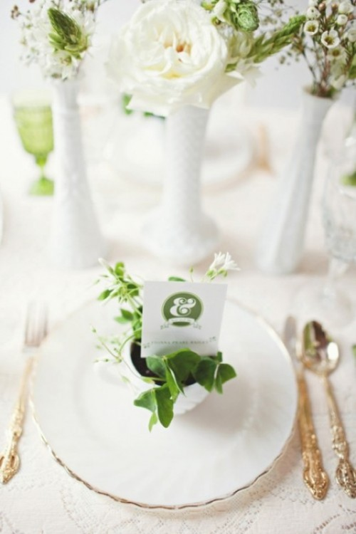 Trendy Emerald Green Wedding Ideas