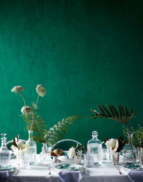 an emerald backdrop is a cool idea for a weddign reception, it's easy to realize