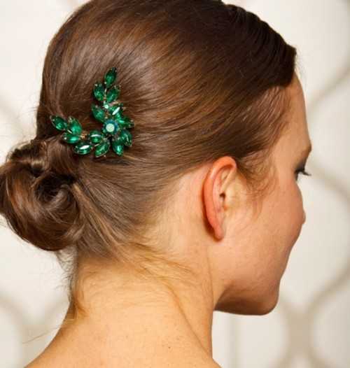 an emerald rhinestone headpiece is a chic accessory for a wedding with emerald touches