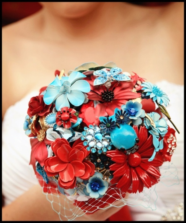 a colorful wedding bouquet in turquoise and red, of brooches and buttons is a very bright and catchy idea