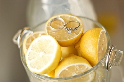 display your rings on lemons to highlight your wedding colors