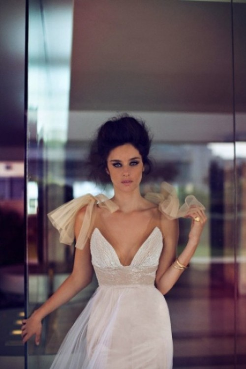 oversized tan tulle bows on your shoulders will accent your wedding dress giving it a light and girlish feel