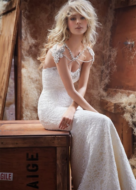 shoulder jewelry that echoes with your dress embellishments will give a more glam and cool touch to the look