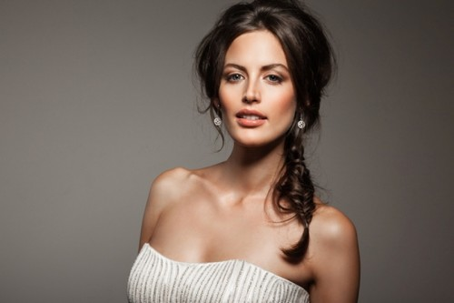 a fishtail braid with a messy and dimensional top will add a casual and relaxed feel to the look