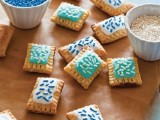 sprinkled mini pies with some delicious fillings and decor in the colors of your wedding