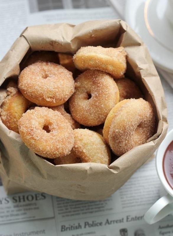 mini donuts are a delicious idea for a wedding, they are on trend and you may rock them anytime