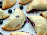 fresh berry mini pies are a timeless idea to rock at a wedding, they will bring much coziness