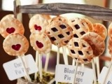 mini fruit and berry pies on sticks are a very creative idea to serve them