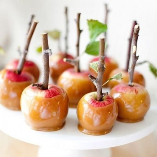caramelized apples on sticks are a great dessert idea for a fall wedding