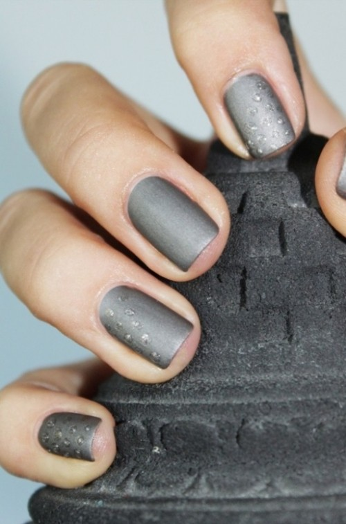 a grey manicure with shiny touches is a cool option for both brides and bridesmaids