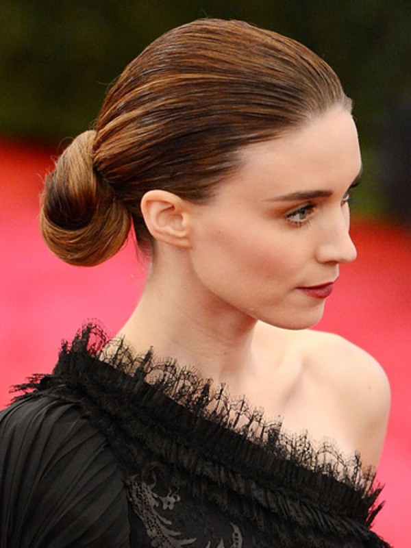 a minimalist twisted low bun with a sleek and wet hair top is a bold and cool idea to rock