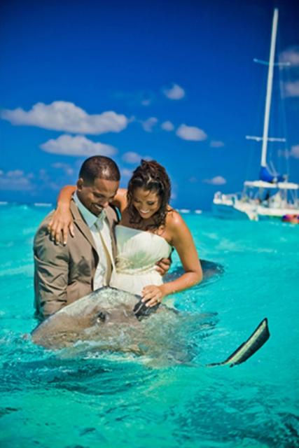 7 Hot Honeymoon Trends For