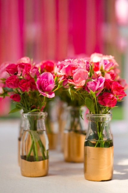 Chic Diy Gold Painted Vases For A Wedding Centerpiece Weddingomania