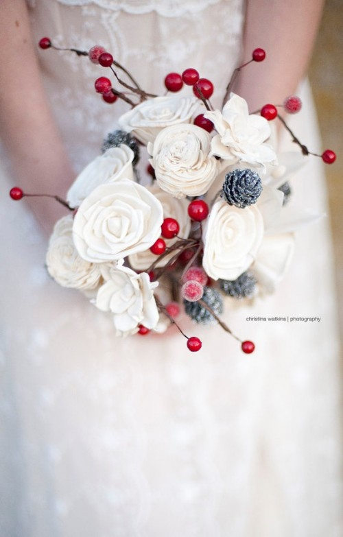 33 Adorable Christmas Wedding Bouquets – Traditional and Not Only