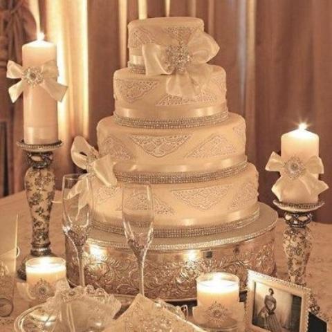 White christmas tree decorations quotes - 30 Adorable Christmas Wedding Cakes Weddingomania