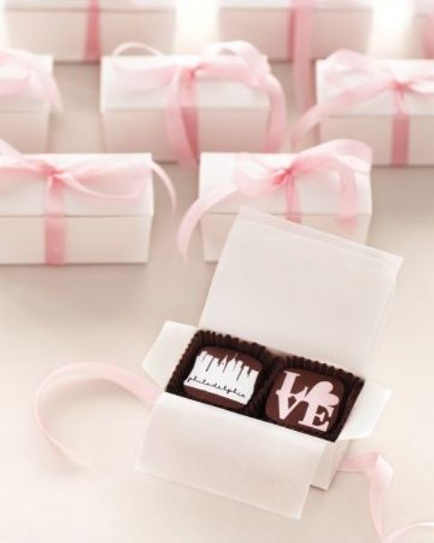 mini boxes with personalized chocolate are tasty and exciting favors that everyone will love