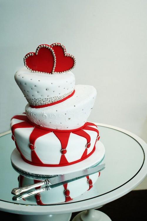 30 Adorable Valentine's Day Wedding Cakes - Weddingomania