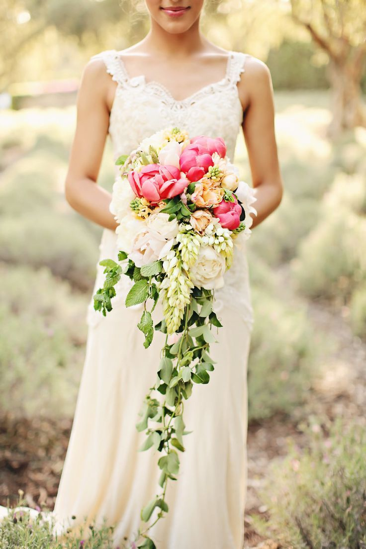 50 Adorably Fresh And Romantic Spring Wedding Bouquets - Weddingomania